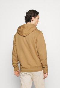 Carhartt WIP - HOODED ASHLAND - Jersey con capucha - dusty brown - 2
