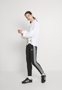 adidas Originals - BLOUSON - Blusa - white - 1