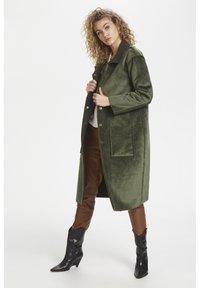 Denim Hunter - DHBELLE SHEARLING COAT - Płaszcz wełniany /Płaszcz klasyczny - forest night - 1