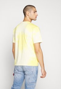 Russell Athletic Eagle R - ROCK - T-shirt con stampa - inca gold - 2
