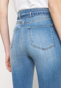 Pinko - SUSAN SOFT STRETCH - Jeans Skinny Fit - blue denim - 4