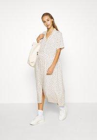 Monki - MATTAN DRESS - Skjortekjole - white - 1