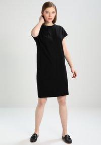 KIOMI - Jerseykleid - black - 0