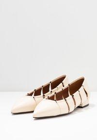 L'Autre Chose - Ballet pumps - milk - 4