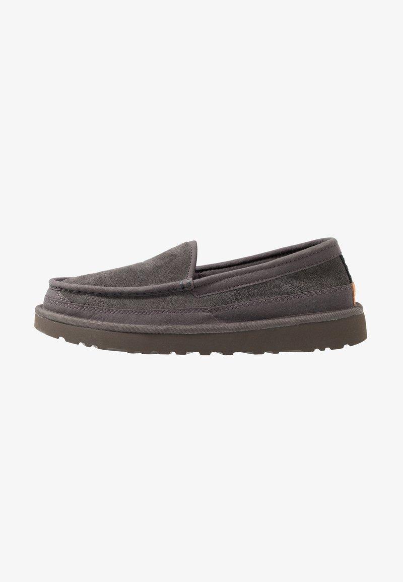 UGG - DEX - Chaussons - dark grey