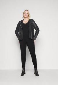 New Look Curves - WHITE SIDE STRIPE - Leggings - Trousers - black - 1