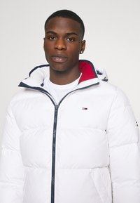 Tommy Jeans - ESSENTIAL JACKET - Winter jacket - white - 4
