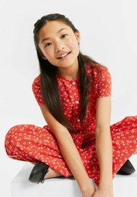 WE Fashion - MET STIPPENDESSIN - Haalari - bright red - 1