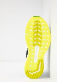 Saucony - HURRICANE ISO 5 - Zapatillas de running estables - green/teal - 4