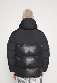 adidas Originals - REGEN PUFF - Piumino - black
