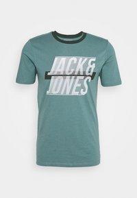 Jack & Jones - JCOLINE TEE CREW  NECK - Triko spotiskem - north atlantic - 3
