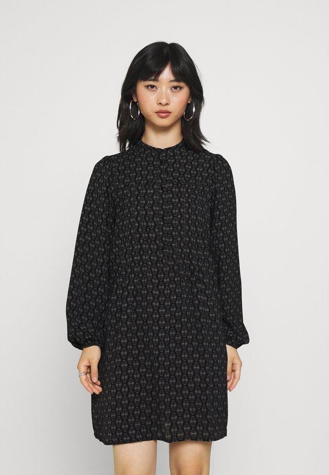 VMSAGA PLEAT SHORT DRESS - Skjortekjole - black