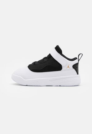 MAX AURA 2 UNISEX - Basketball shoes - white/metallic gold/black
