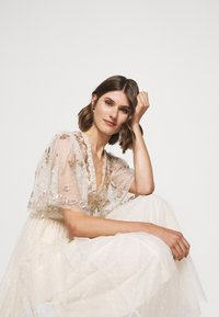 Needle & Thread - PATCHWORK BODICE BALLERINA DRESS - Vestido de cóctel - champagne/gold - 5