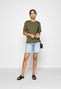 Even&Odd - Basic T-shirt - olive night - 1