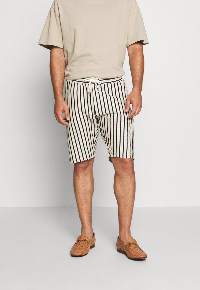 Solid - RON STRIPE - Shorts - white