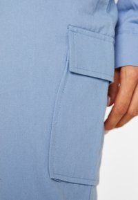 Missguided - BELTED UTILITY COMBAT TROUSER - Cargo trousers - blue - 4