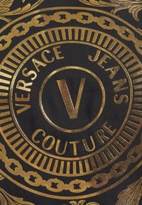 Versace Jeans Couture - TEE - Print T-shirt - black/gold - 6