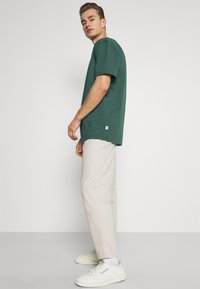 Kronstadt - MARTIN RECYCLED 2 PACK - Basic T-shirt - navy/olive - 5