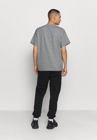 Nike Sportswear - T-shirt - bas - multi-color/black/multi-color - 2