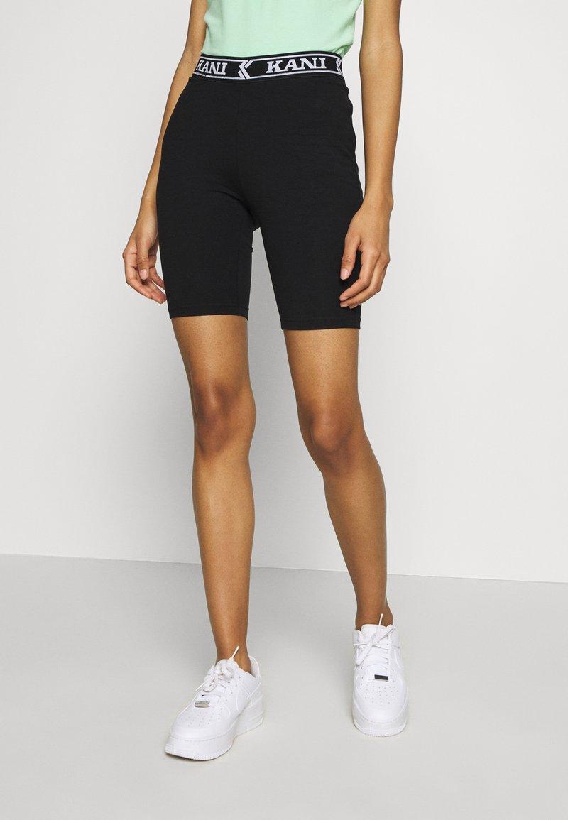Karl Kani - COLLEGE CYCLING - Shorts - black/white