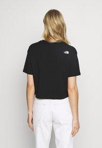 The North Face - W CENTRAL LOGO CROP TEE - T-shirt imprimé - black/white - 2