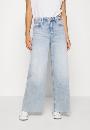 MEG MR WIDE LEG ANKLE - Flared Jeans - cony light blue comfort
