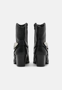 River Island - Cowboy/biker ankle boot - black - 3