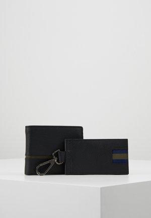 LEATHER - Business card holder - black