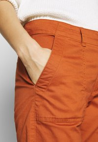GAP - GIRLFRIEND UTILITY  - Pantalones - rusty - 4