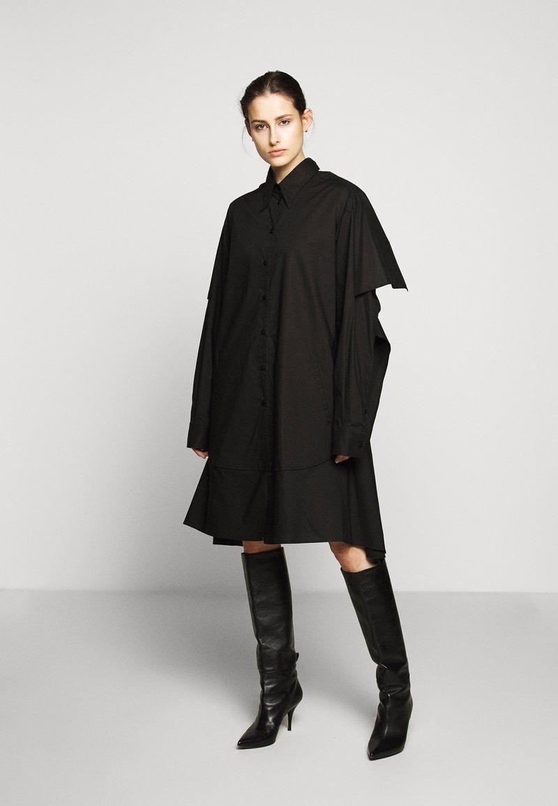 MM6 Maison Margiela - Košilové šaty - black