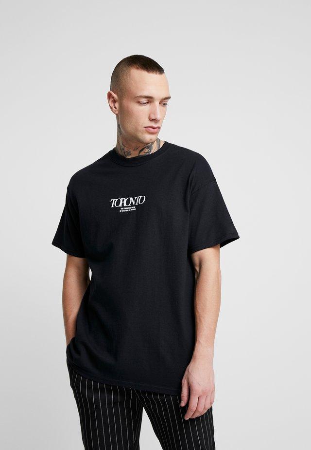 UNISEX TORONTO REFLECTIVE TEE - Printtipaita - black