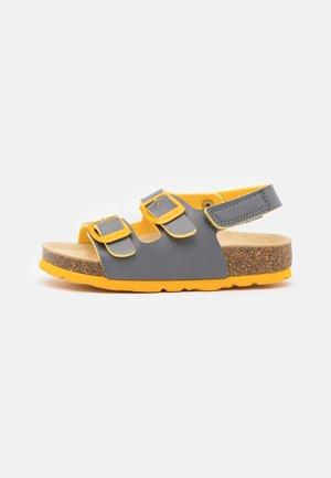 FUSSBETTPANTOFFEL - Sandals - grau