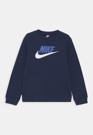 PLUS CLUB CREW - Sweatshirt - midnight navy
