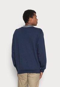adidas Originals - SCRIPT CREW - Sweatshirt - navy - 2