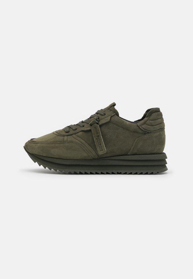JAZZ - Sneakersy niskie - foresta
