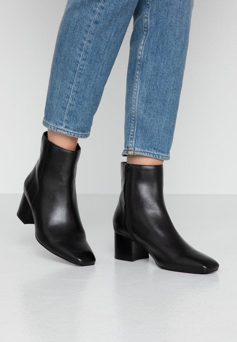Anna Field - LEATHER BOOTIES - Kotníkové boty - black