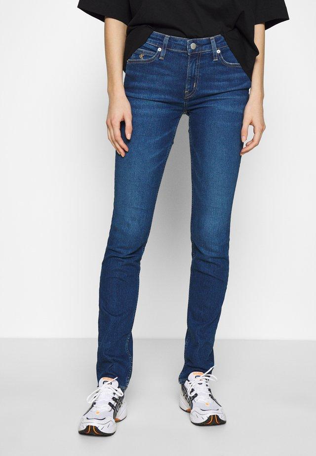 MID RISE SLIM - Slim fit jeans - blue