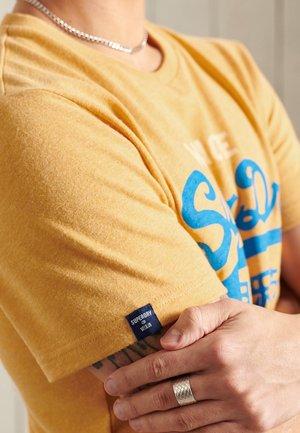 Print T-shirt - ochre marl