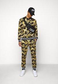 Versace Jeans Couture - PRINT NEW LOGO - Bluza - nero - 1