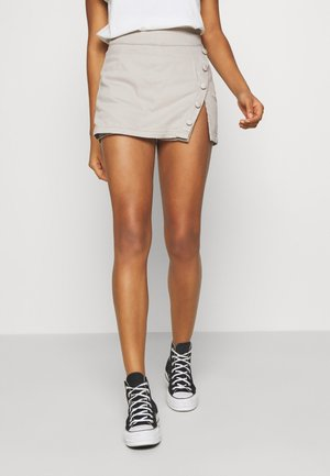 STEFANIE GIESINGER X nu-in WRAP OVER MINI SKORT - Jeansshorts - grey
