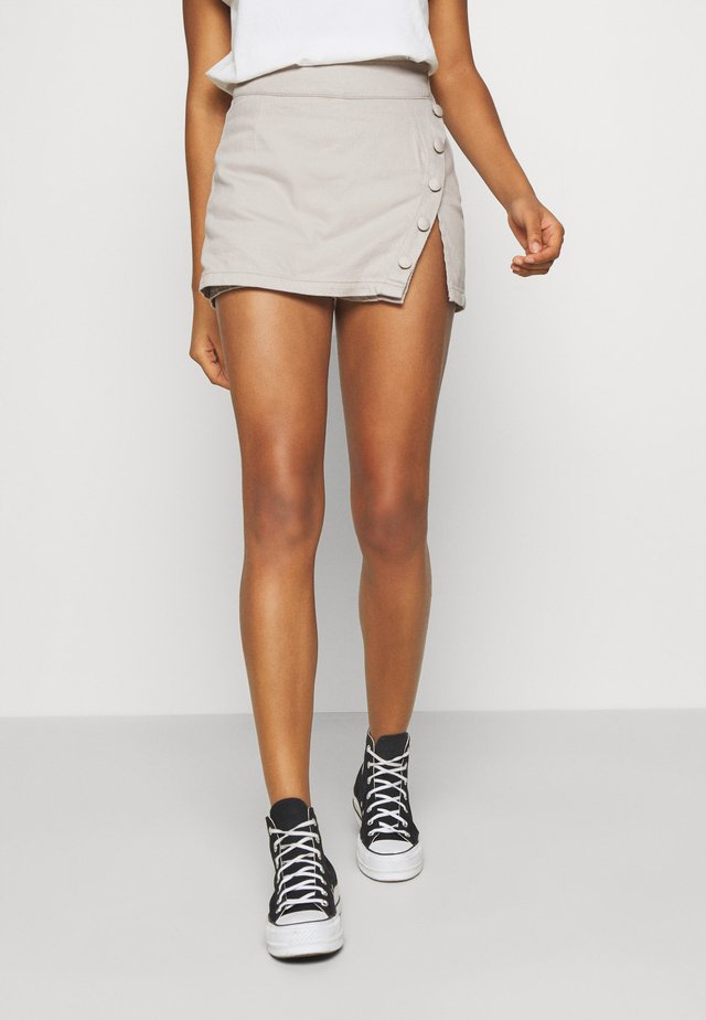 STEFANIE GIESINGER X nu-in WRAP OVER MINI SKORT - Szorty jeansowe - grey