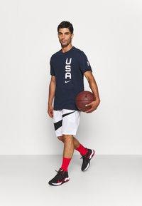 Nike Performance - TEAM USA DRY TEAM TEE - Printtipaita - obsidian - 1