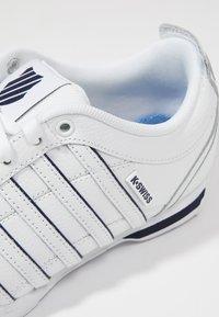 K-SWISS - ARVEE - Zapatillas - white/navy/silver - 5