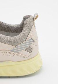 ECCO - THREE - Golf shoes - limestone - 5