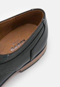 Lloyd - DARLINGTON - Smart lace-ups - black - 5