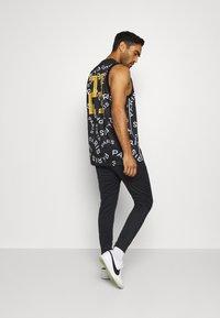 Nike Performance - PARIS ST GERMAIN - Pantalones deportivos - black/bordeaux/truly gold - 2