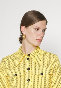 Victoria Victoria Beckham - PATCH POCKET SHIRT - Blouse - sicilian lemon - 5