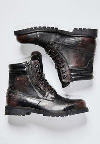 Pepe Jeans - WOODLAND - Šněrovací kotníkové boty - factory black - 1