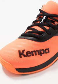 Kempa - WING 2.0 JUNIOR UNISEX - Håndboldsko - fluo orange/black - 5